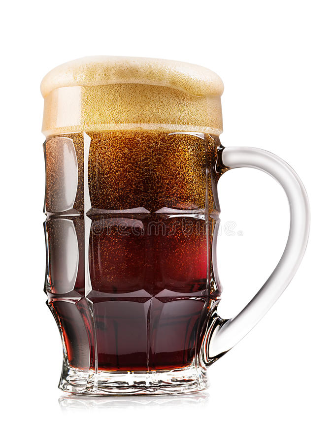 Gefacetteerde mok donker bier royalty-vrije stock afbeelding