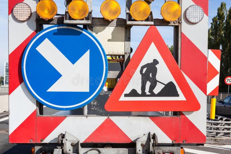 Gefahren an den Straßenarbeiten stockfoto