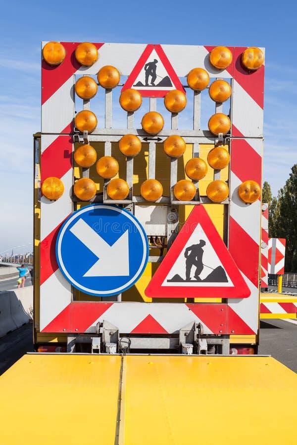 Gefahren an den Straßenarbeiten stockfotos