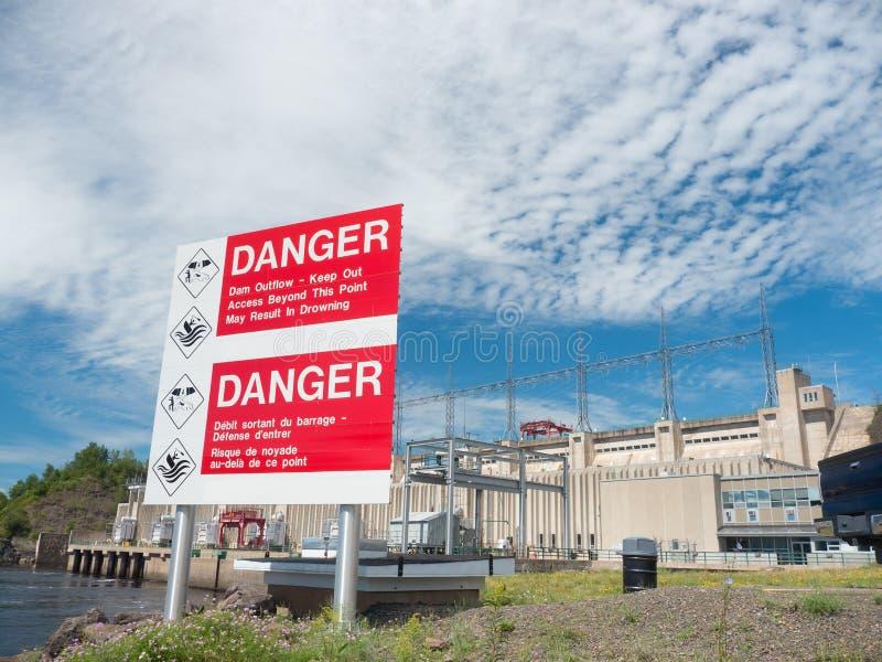 Gefahrenverdammungs-Ausfluß lizenzfreies stockfoto