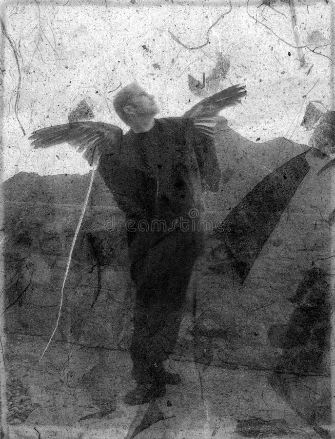 Gefallenen Engel aufwärts schauen stockfotografie