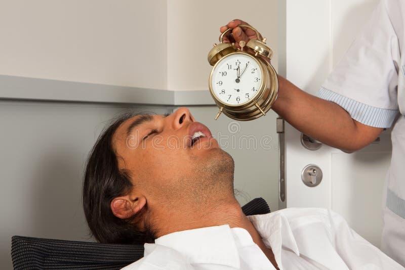 Gefallenes schlafendes des Büroangestellten stockfotos