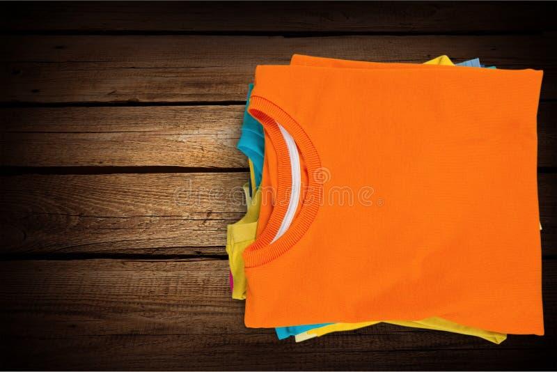 Gefaltete T-Shirts lizenzfreie stockfotos