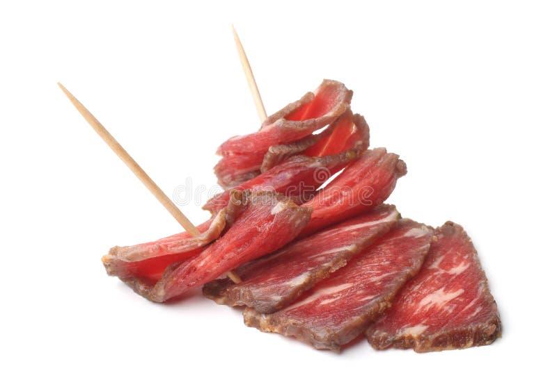 Gefaltetes Rindfleisch carpaccio mariniert im Rotwein lizenzfreie stockfotos