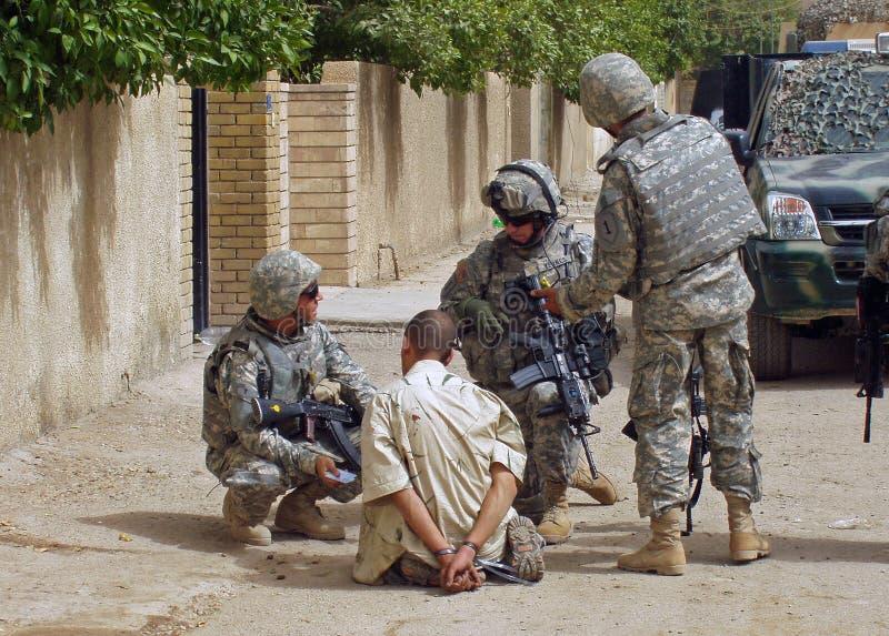 Gefangengenommener Rebell Bagdad OIF stockbild