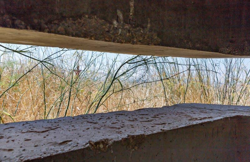 Gefechtskopf mit Embrasure, der seit dem Krieg des Tages des Jüngsten Gerichts Yom Kippur War auf Golan Heights in Israel geblieb lizenzfreies stockbild
