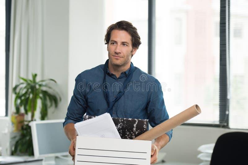 Gefeuerter Geschäftsmann lizenzfreie stockbilder
