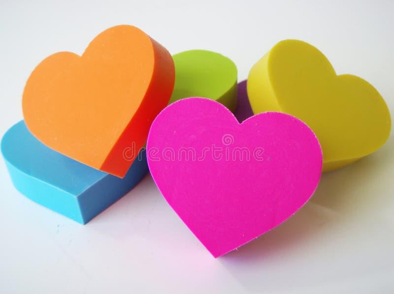 Geformte Radiergummis des Herzens lizenzfreie stockfotos