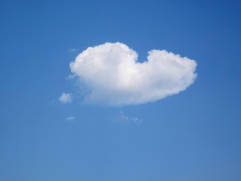 Geformte Wolke des Inneren im Himmel lizenzfreie stockbilder