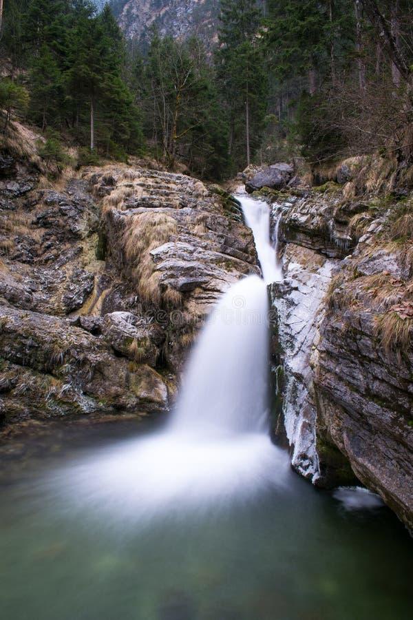 Download Gefotografeerde Waterval In Kuhflucht Met Lange Blootstelling Stock Afbeelding - Afbeelding bestaande uit wild, stroom: 107702057
