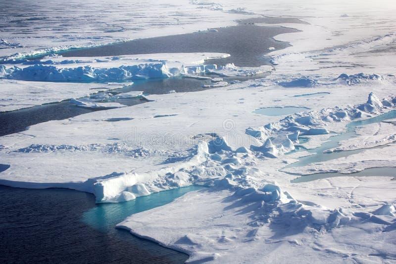 Gefrieren Sie am Nordpol und nähern Sie sich im Jahre 2016 stockfotografie