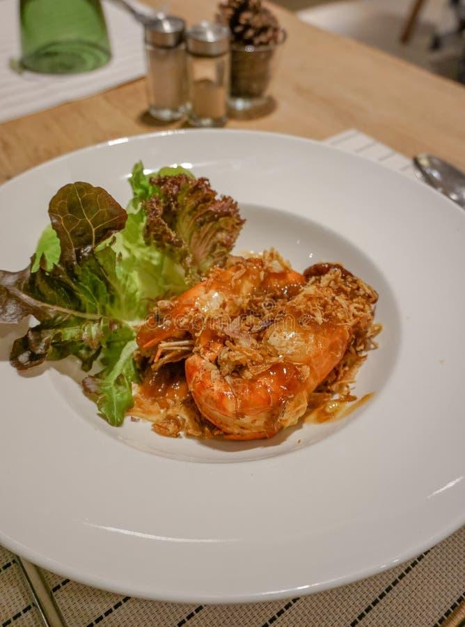 Gefrituurde Garnalen met Tamarindesaus, Thais voedsel, Restaurant royalty-vrije stock foto's