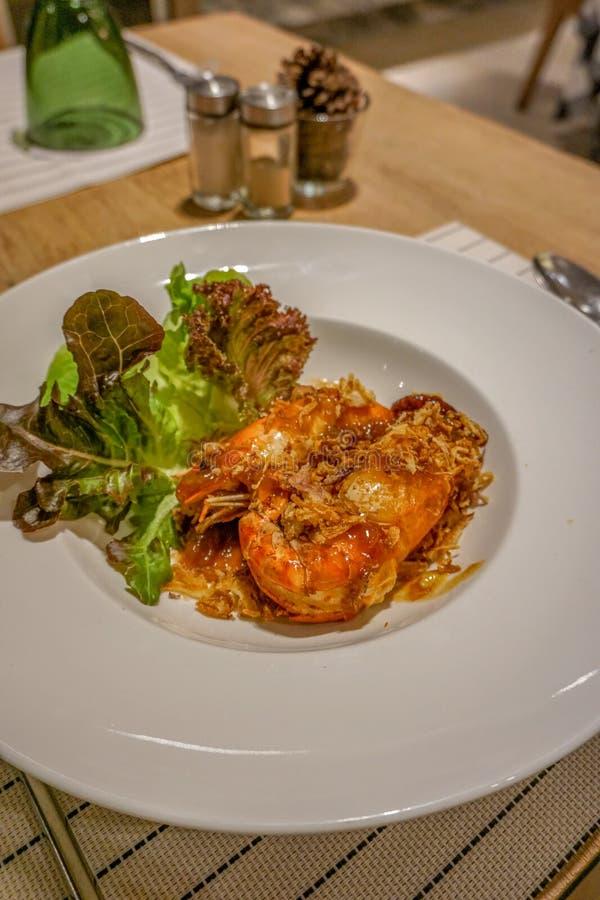 Gefrituurde Garnalen met Tamarindesaus, Thais voedsel, Restaurant royalty-vrije stock afbeeldingen