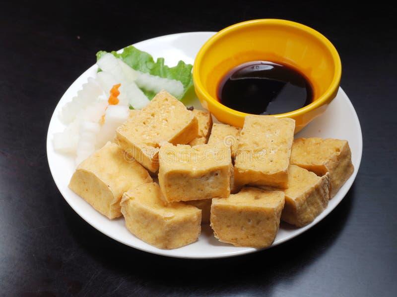 Download Gefrituurde tofu stock afbeelding. Afbeelding bestaande uit voorgerecht - 107708037