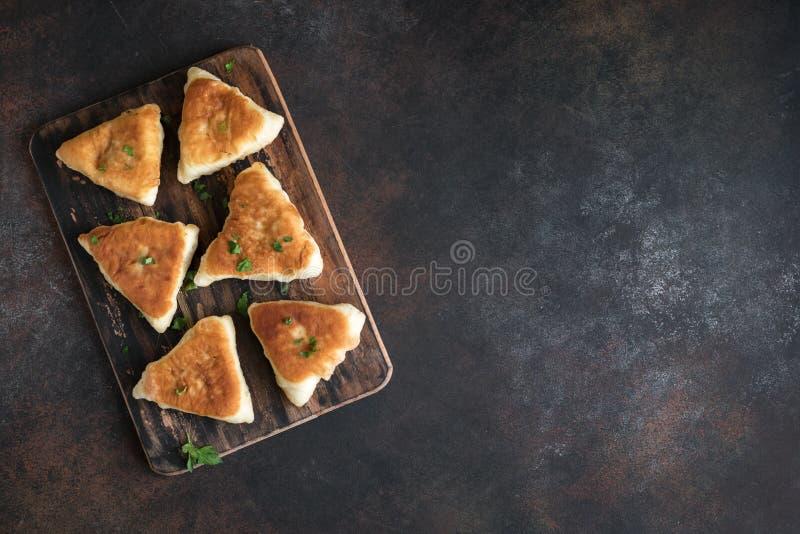 Gefrituurde vleespasteien stock foto's