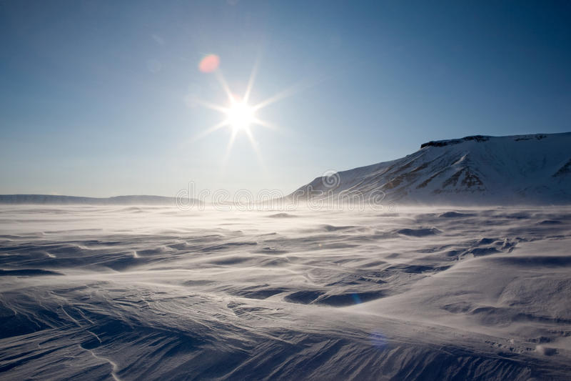 Gefrorene arktische Landschaft lizenzfreies stockbild