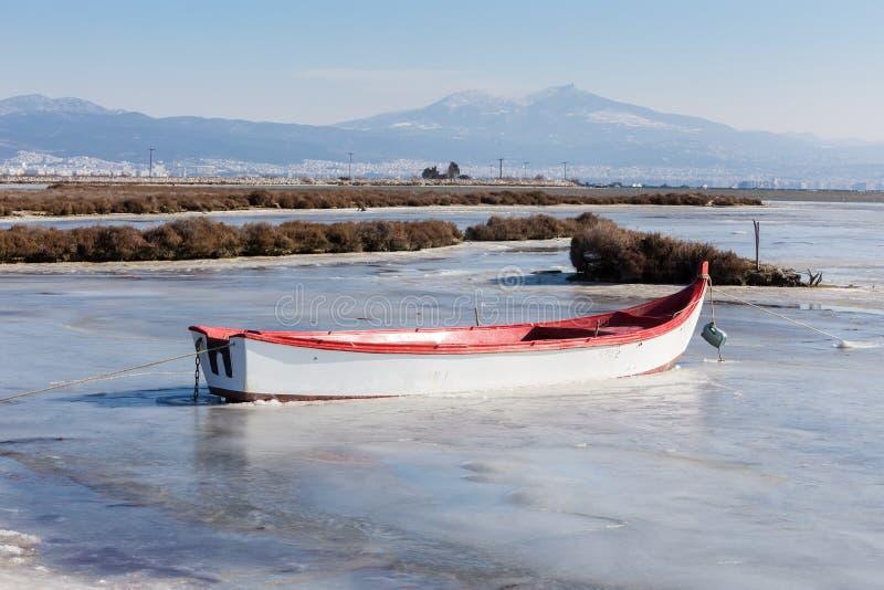 Gefrorene Lagune in Nord-Griechenland lizenzfreie stockfotos