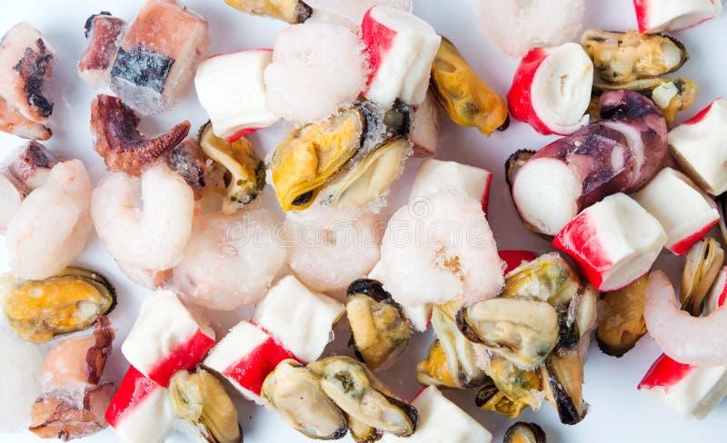 Gefrorene Meeresfrüchtemischung von Garnelen surimi Miesmuscheln und Krake stockfotografie