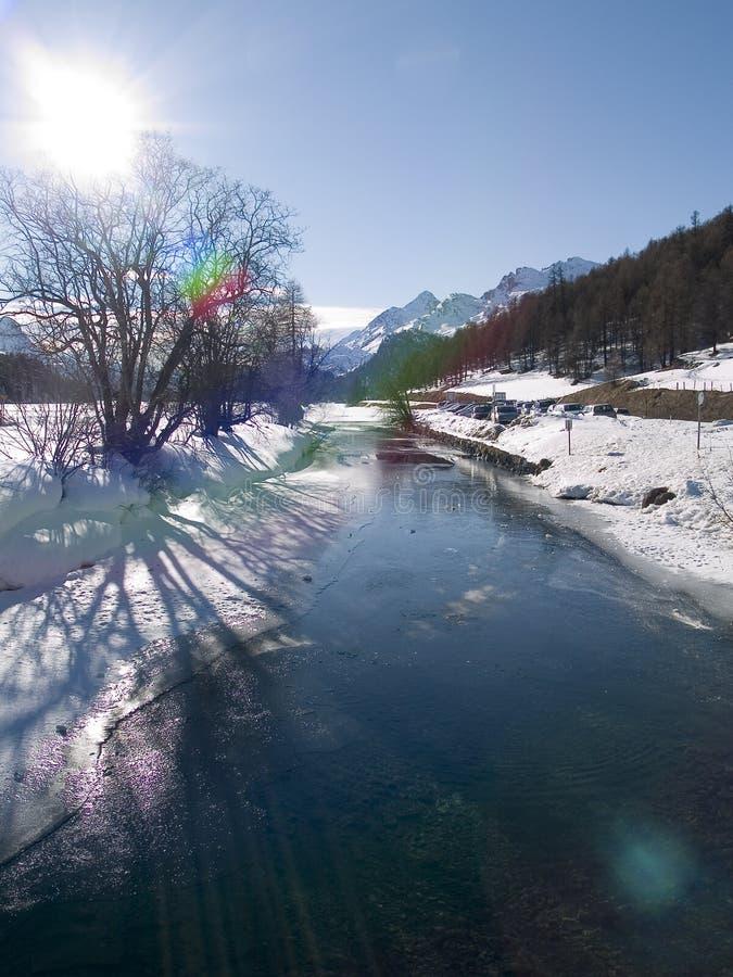 Gefrorener Fluss lizenzfreie stockfotografie