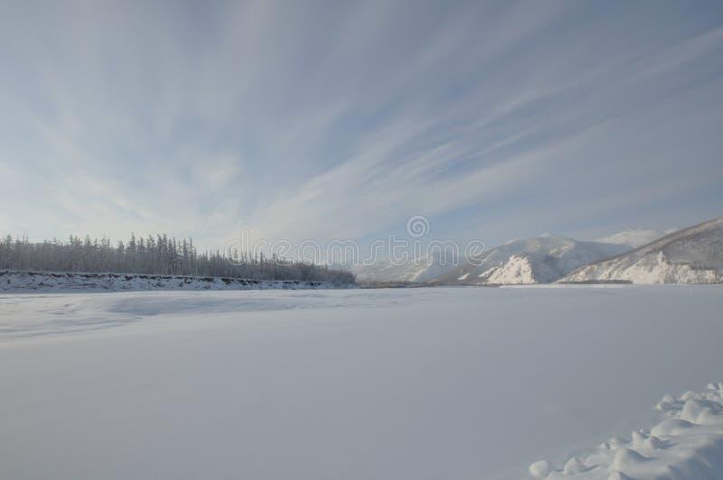 Gefrorener Fluss stockfotografie