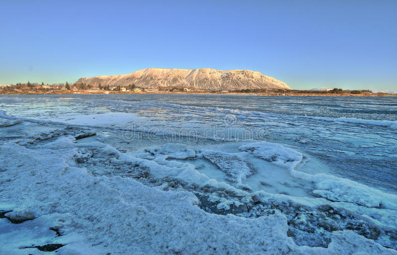 Gefrorener Fluss, Selfoss, Island stockfotos