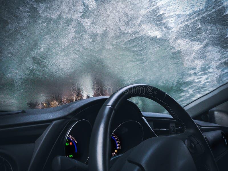 Gefrorener Hintergrund-Automobilglasinnenraum des Autos eisiger bereifte lizenzfreie stockfotografie
