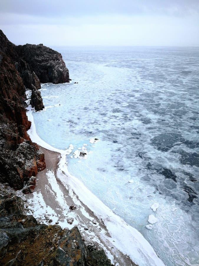 Gefrorener kalter Strand stockfotos