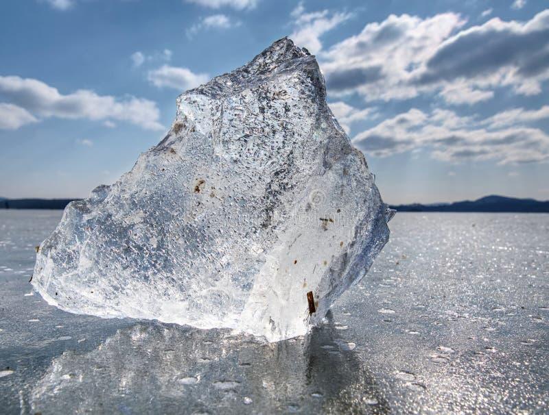 Gefrorener See Studieren von klimatischen und Wetteränderungen stockfotos