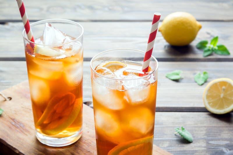 Gefrorener Tee mit Zitrone lizenzfreie stockbilder