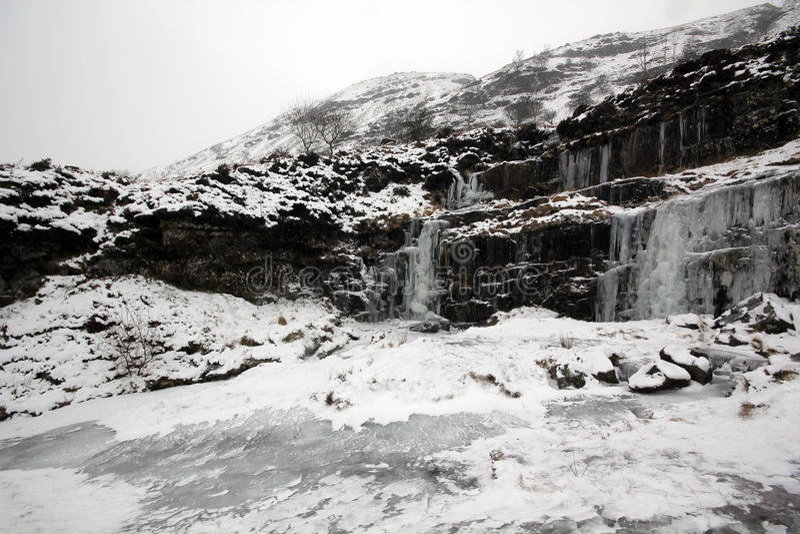 Download Gefrorener Wasserfall stockfoto. Bild von felsen, kalt - 27729170