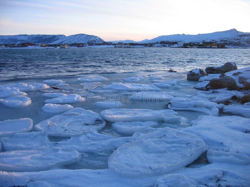 Gefrorenes Meer in der Arktis stockfotos