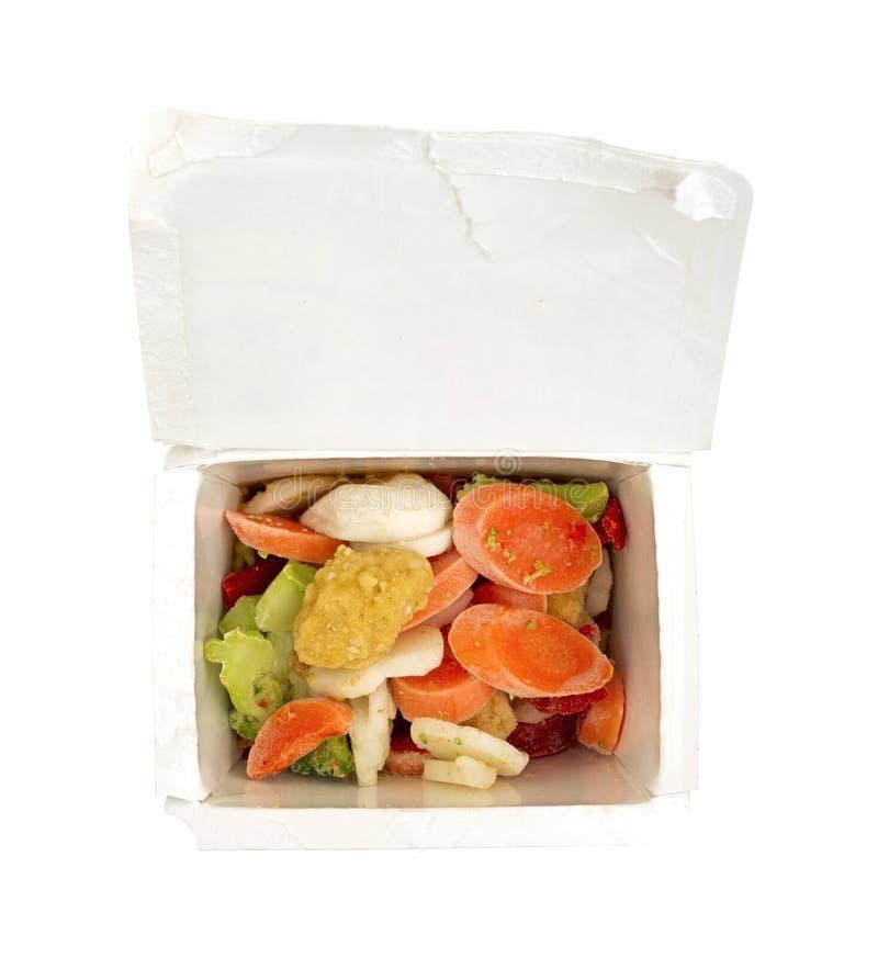 Gefrorenes Sesamhuhn und -gemüse im Behälter stockfoto