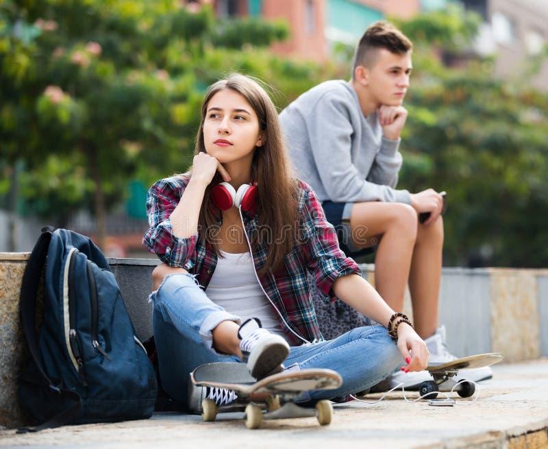 Gefrustreerde tieners na ruzie royalty-vrije stock afbeeldingen