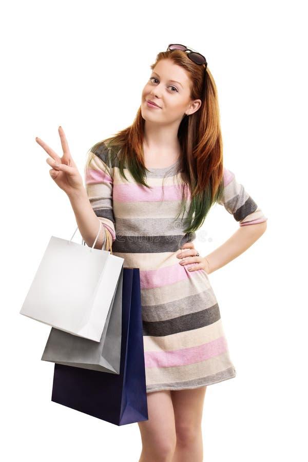 Gegangener Einkauf des jungen Mädchens stockfotografie