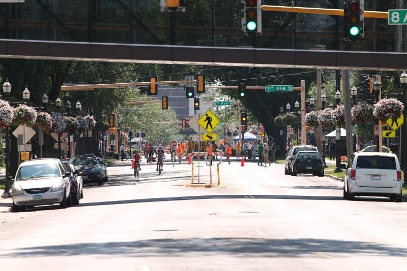 Gegenüberstellen des Südens auf Broadway in Fargo, North Dakota lizenzfreie stockbilder