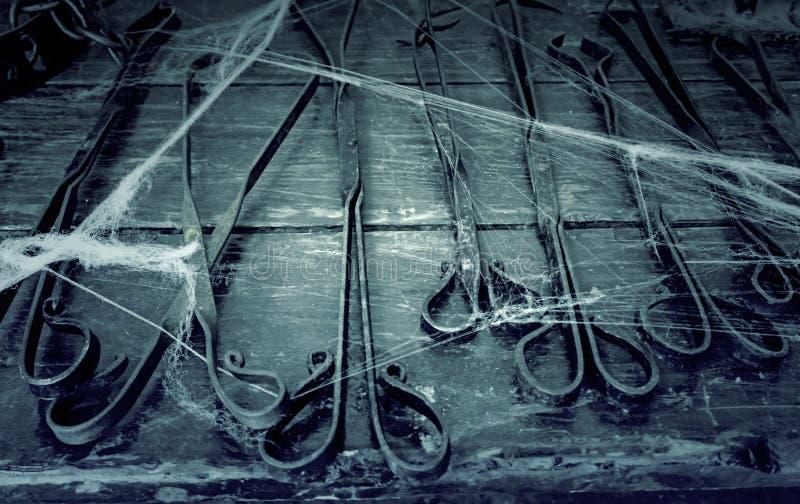 Gegenstände der Folterung stockfotos