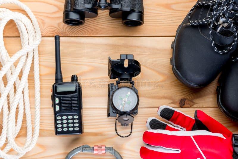 Gegenstände für extreme Bergsteigenwinteransicht von oben genanntem an lizenzfreies stockfoto