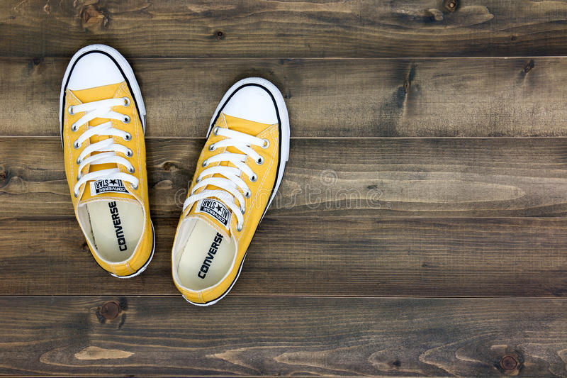Gegenteilige Schuhe stockbild