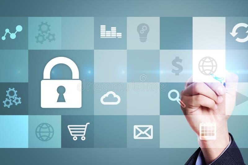 Gegevensbescherming en cyber veiligheidsconcept op het virtuele scherm royalty-vrije stock afbeeldingen