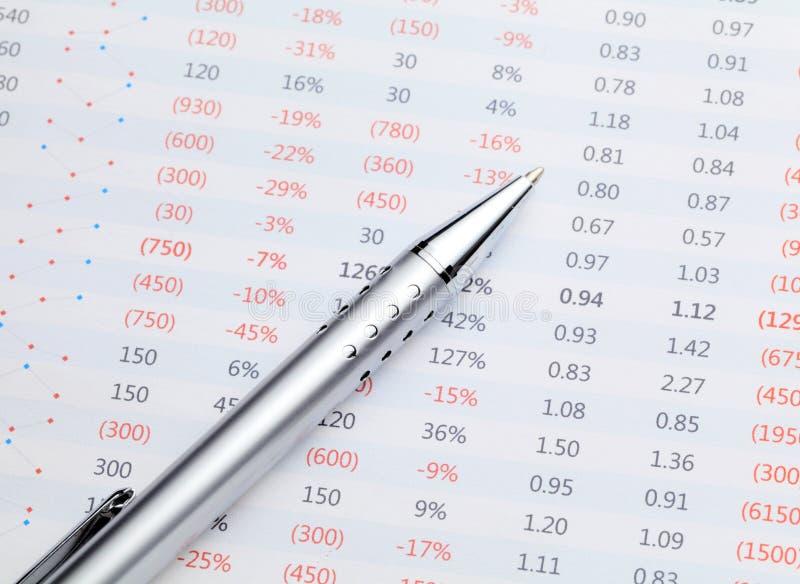 Gegevensspreadsheet en pen stock afbeelding