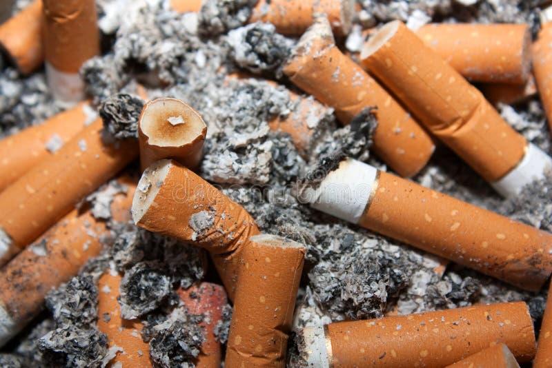 Gegewöhnt zum Rauchen lizenzfreies stockfoto