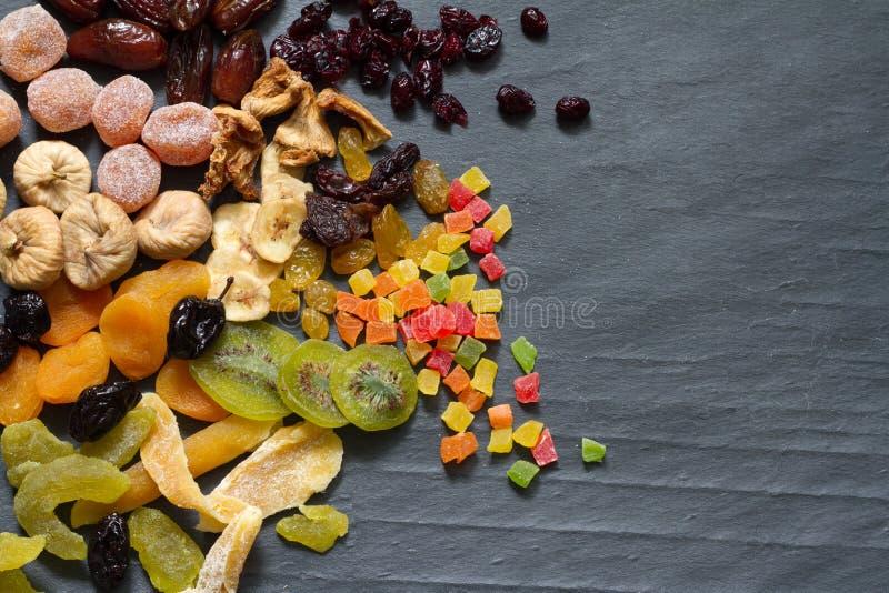 Geglaceerd droog gemengd assortiment van exotische vruchten stock foto's