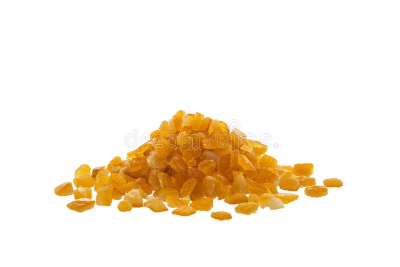 Geglaceerde droge die citrusvruchtenschil op witte achtergrond wordt geïsoleerd stock foto