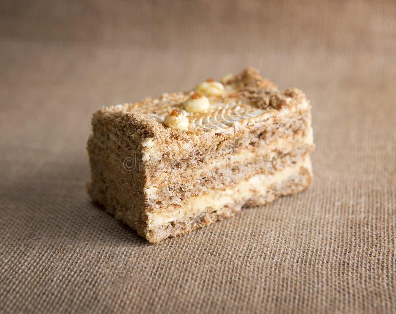Geglaceerde geroosterde notencake stock afbeeldingen