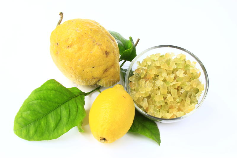 Geglaceerde lemon-peel met gehele vruchten royalty-vrije stock afbeelding