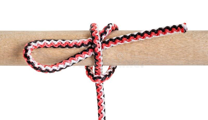 Geglittener Knoten des halben Schlages gebunden auf synthetischem Seil stockfoto