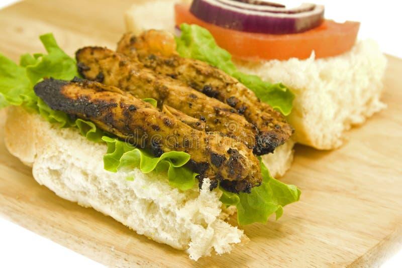 Gegrillte Brot mit Hühnerfleischnahaufnahme lizenzfreie stockfotos
