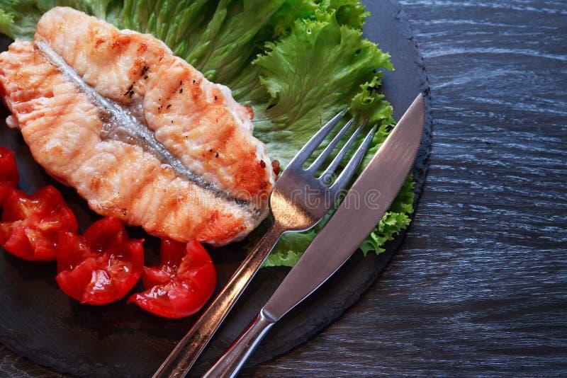 Gegrillte Fische und Gemüse stockbild