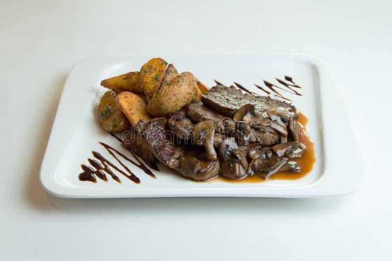 Gegrillte Fleisch-Medaillons des Rindfleisches stockfotos