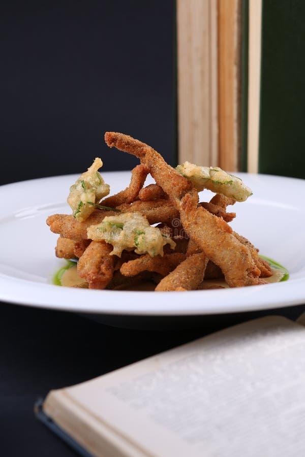 Französische küche froschschenkel  Gegrillte Froschschenkel Auf Der Weißen Platte Restaurant ...